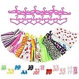 ASIV 12 Kleider, 12 Rosa Kleiderbügel, 12 Paar Schuhe und Stiefel gemischt Zubehör für Barbie...