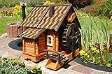 Wunderschne groe Wassermhle aus Holz im blockhausstil mit Holzschindeldach